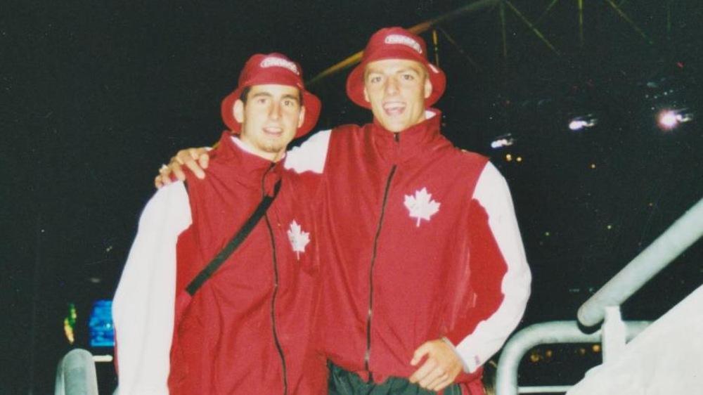 Benoît Huot (gauche) avec Philippe Gagnon lors de la cérémonie ouverture Jeux olympiques de Sydney