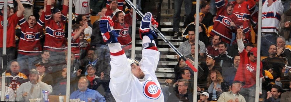 Patrice Brisebois se réjouit après avoir marqué le but gagnant du quatrième match de la série de premier tour entre le Canadien de Montréal et les Bruins, le 15 avril 2008, à Boston.