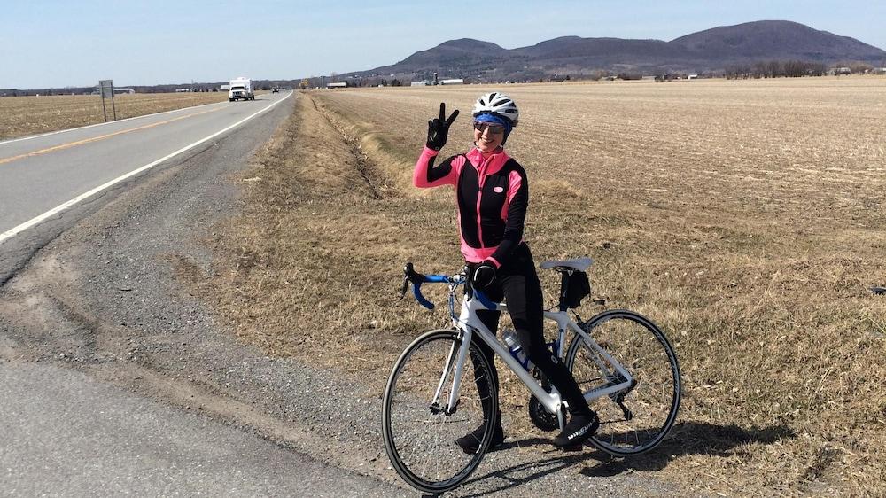 Isabelle Richer à sa première randonnée de vélo après son accident, le 16 avril 2016