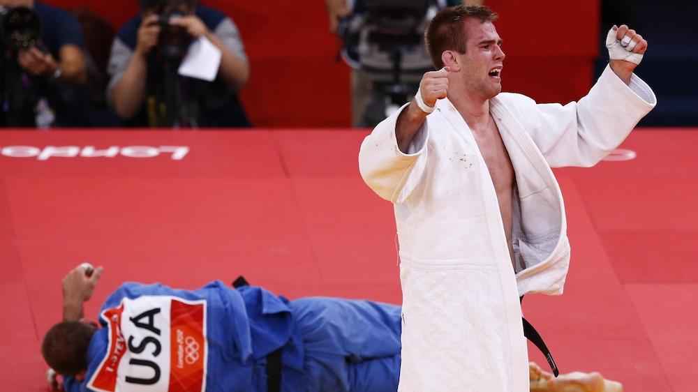 Antoine Valois-Fortier après sa victoire contre Travis Stevens, qui lui procurait la médaille de bronze chez les -81 kg aux Jeux olympiques de Londres en 2012.