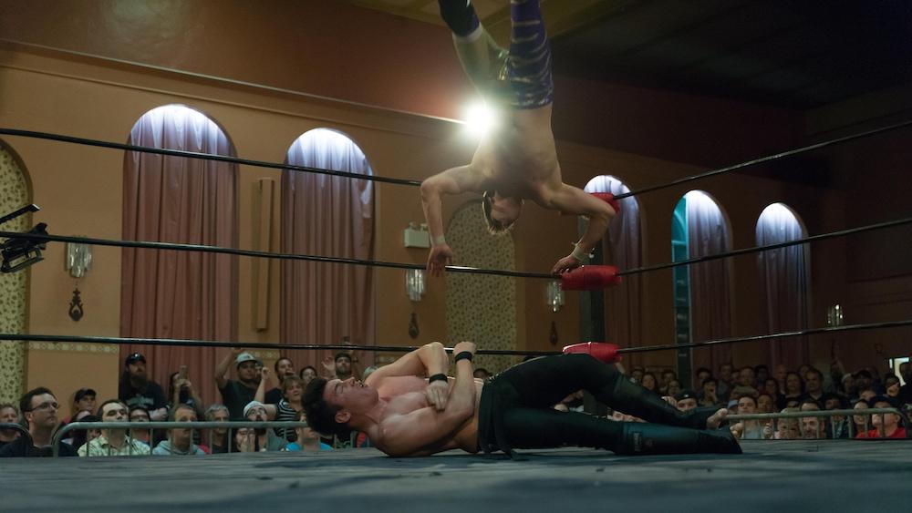 Une des nombreuses manœuvres spectaculaires du combat entre Mike Bailey (au sol) et Matt Angel.