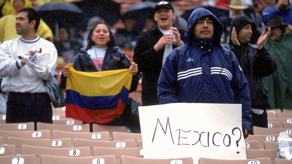 Les partisans mexicains déçus de l'absence du Mexique de la finale de la Gold Cup 2000.