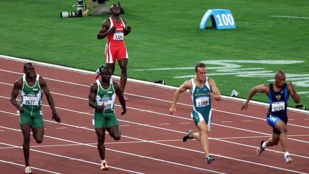 Bruny Surin relâche son effort au début de sa demi-finale du 100 m des Jeux de Sydney.