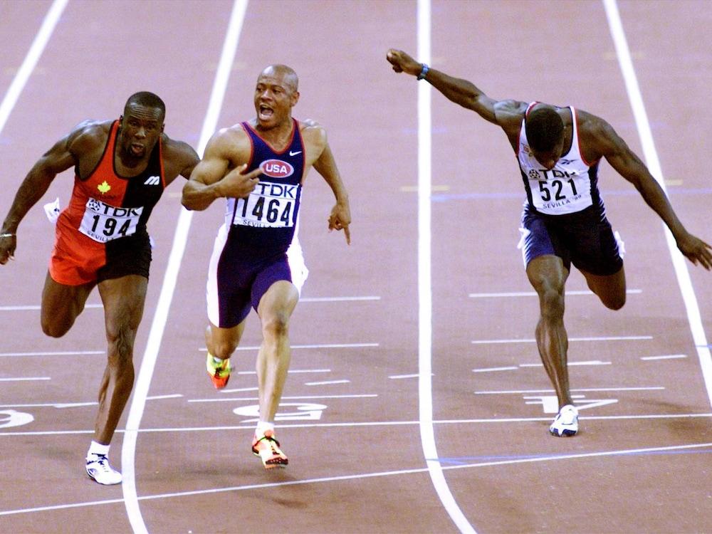 9,84 s. Bruny Surin est devancé à la ligne par Maurice Greene lors des Championnats du monde de Séville, en 1999, mais égale le record canadien.