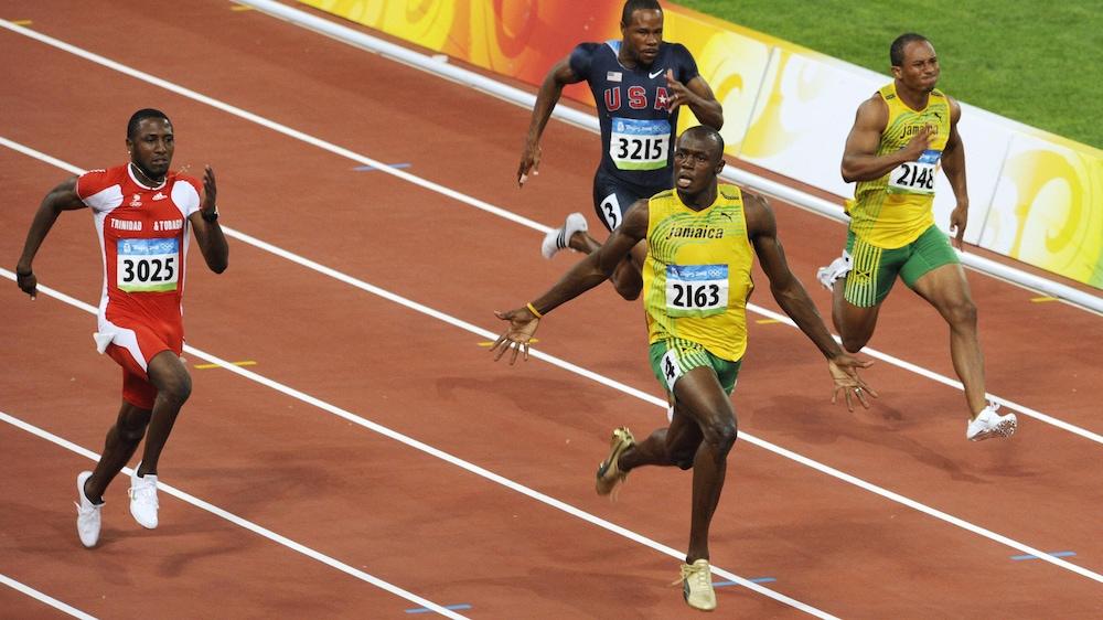 Usain Bolt remporte en 9,69 s la finale du 100 m aux Jeux olympiques de Pékin, en 2008.