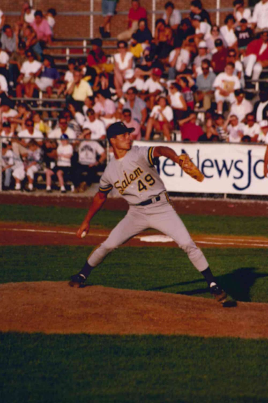 Michel Laplante lance pour Salem, la filiale des Pirates de Pittsburgh, en 1993