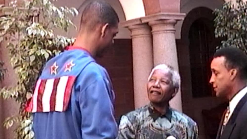 Pascal Fleury (à gauche) avec le président sud-africain Nelson Mandela (au centre) en 1996