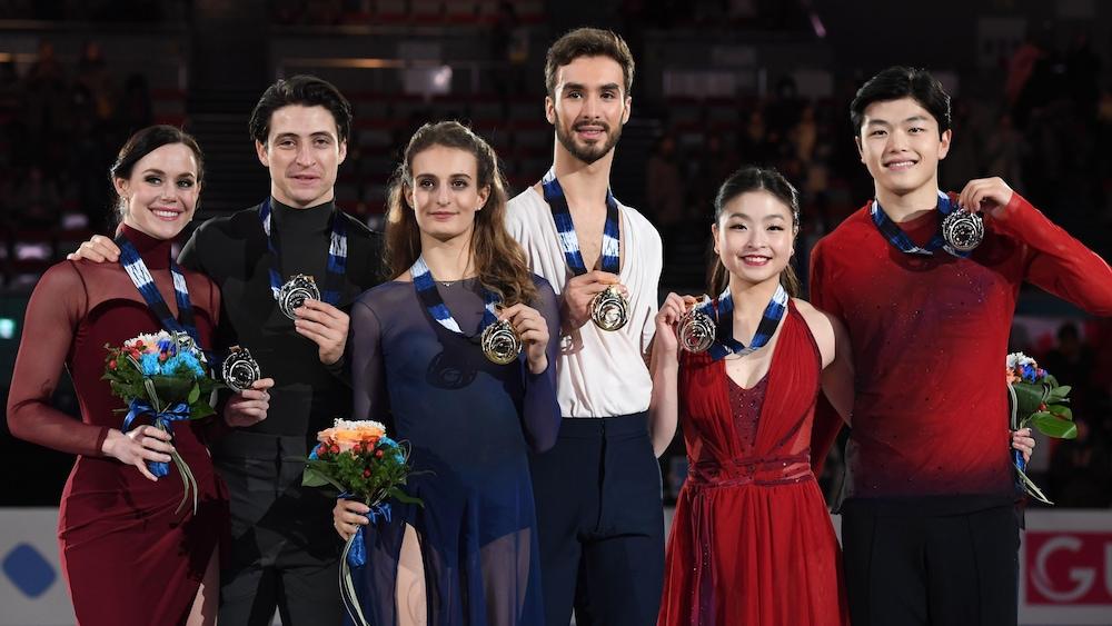 Les Canadiens Tessa Virtue et Scott Moir (gauche), les Français Gabriella Papadakis et Guillaume Cizeron (centre) et les Américains Maia et Alex Shibutani (droite) à la finale du Grand Prix de l'ISU, le 9 décembre 2017, à Nagoy