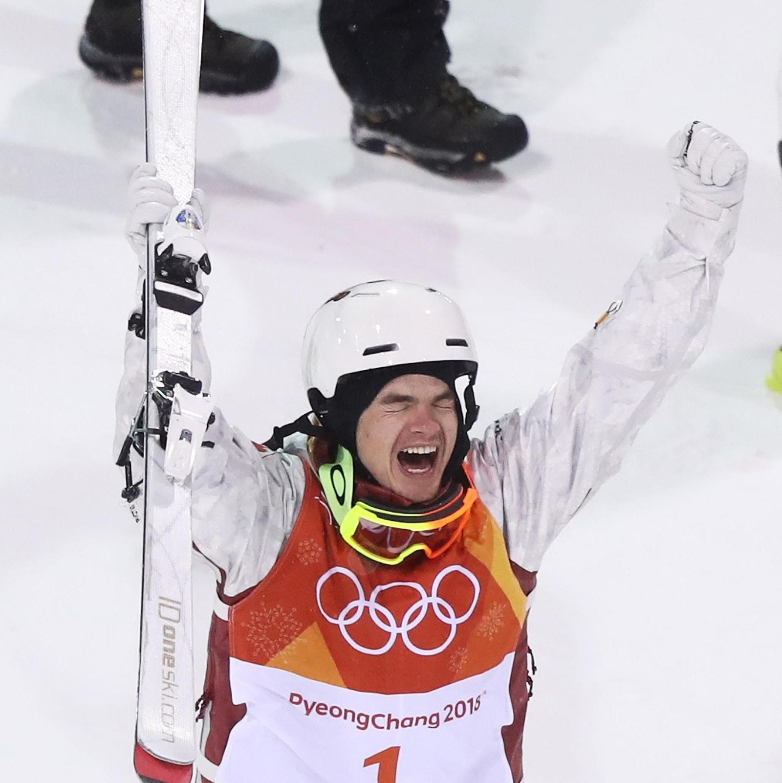 Le skieur acrobatique Mikaël Kingsbury réalise qu'il vient de gagner la médaille d'or de l'épreuve de bosses des Jeux olympiques de Pyeongchang.