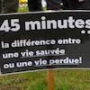 affiche dans une manifestation devant l'hôpital de Senneterre.
