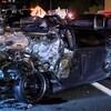Photo d'une voiture dont la partie arrière est complètement démolie.