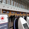 Les comptoirs d'Air Canada à l'Aéroport international Jean-Lesage de Québec.