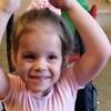 Alexis, âgée de 7 ans, durant une classe de danse.