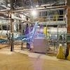 De l'équipement industriel dans une usine.