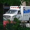 Une ambulance est stationnée devant un hôpital d'Halifax en Nouvelle-Écosse.