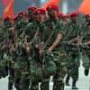Des soldats vénézuéliens défilent lors d'un défilé militaire.