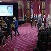 Images d,une cérémonie à l'Assemblée nationale.