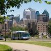 Un autobus de la STM sur l'avenue du Parc, à Montréal.
