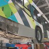 un autobus de la STS en cours de réparation
