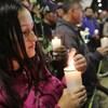 Veillée aux chandelles en l'honneur des victimes, près du lieu de l'explosion d'une voiture piégée, à Bogota.