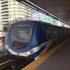 Un train de la Canada Line en gare, à Vancouver
