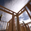La charpente d'une maison en construction.