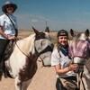 Les deux sœurs et leurs chevaux.