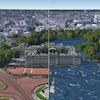 Un montage montre Buckingham Palace aujourd'hui, à sec, et Buckingham Palace inondé.