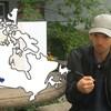 Un étudiant près d'une carte du Canada superposée.