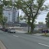 Une rue d'Halifax avec un panneau sur lequel est écrit « construction ». Il  y a un arbre de l'autre côté de la rue.