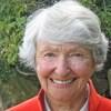 L'architecte paysagiste Cornelia Hahn Oberlander sourit devant l'objectif.