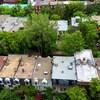 Une vue aérienne d'un quartier résidentiel.