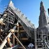 Des échafaudages sur le chantier de la cathédrale Notre-Dame de Paris.