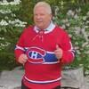 Doug Ford porte un chandail des Canadiens de Montréal.