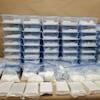 De la drogue dans des sacs et contenants de plastique.