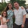 Une fillette, sa mère et son père sont en voyage au Mexique.