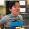 Emmett Flores dans sa cuisine.