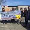 Des étudiants manifestent à Victoriaville pour des stages rémunérés.
