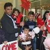 La famille Barho, avec six des sept enfants, lors de son arrivée au Canada.