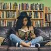 Une jeune femme lit assise sur un sofa.