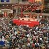 Foule de spectateurs devant la scène Du Maurier au Festival international de jazz de Montréal.