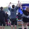 Des spectateurs dansent à la Fête du lac des Nations de Sherbrooke.