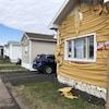 Le revêtement extérieur de plusieurs maisons a fondu.