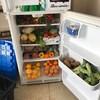 Le frigo communautaire de l'Université de Sherbrooke rempli de fruits et de légumes.