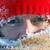 Une personne porte des vêtements d'hiver.