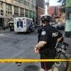 Un policier et une ambulance sur une scène de crime à Toronto.