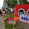 Employés des plaines d'Abraham avec des affiches pour la grève.