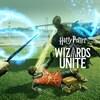 Une capture d'écran du jeu vidéo Harry Potter: Wizards Unite montrant un sorcier en train de se faire attaquer par une sorte de fantôme sombre.