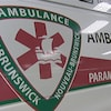 Une ambulance dans un garage
