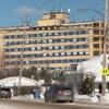 Vue sur l'hôpital Hôtel-Dieu à Amos à partir de la rue.